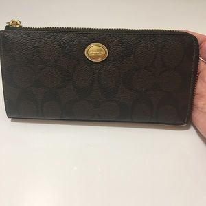 Like new Coach Wallet in Coated Cotton.